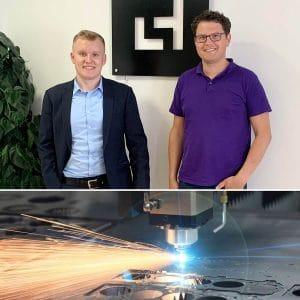 Herr Adrian Raidt (rechts im Bild), Geschäftsführer von Laserhub im Gespräch mit Herrn Maximilian Herz, CMO von WiCAM (links im Bild) über die Zusammenarbeit zwischen Laserhub und WiCAM sowie die Zukunft des Maschinenbaues.